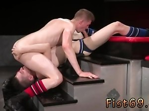 Free gay guy sex Axel Abysse and Matt Wylde bathe each other in a tongue